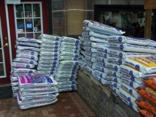 Garden Supplies - Potting Soil, Compost, Mulch